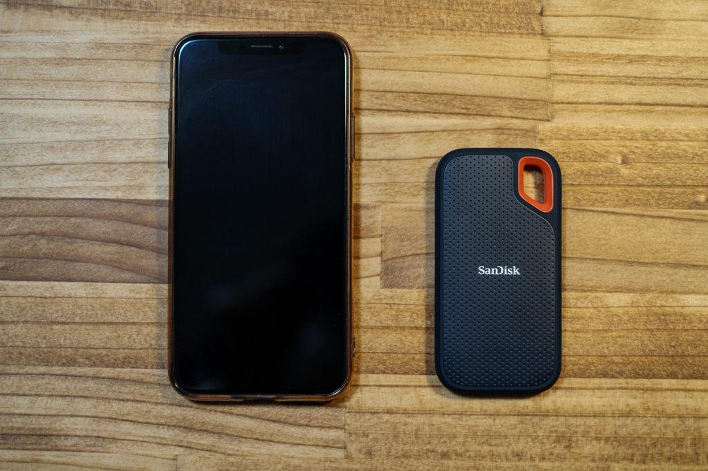 サンディスク エクストリーム ポータブル SSDとiphoneとの比較