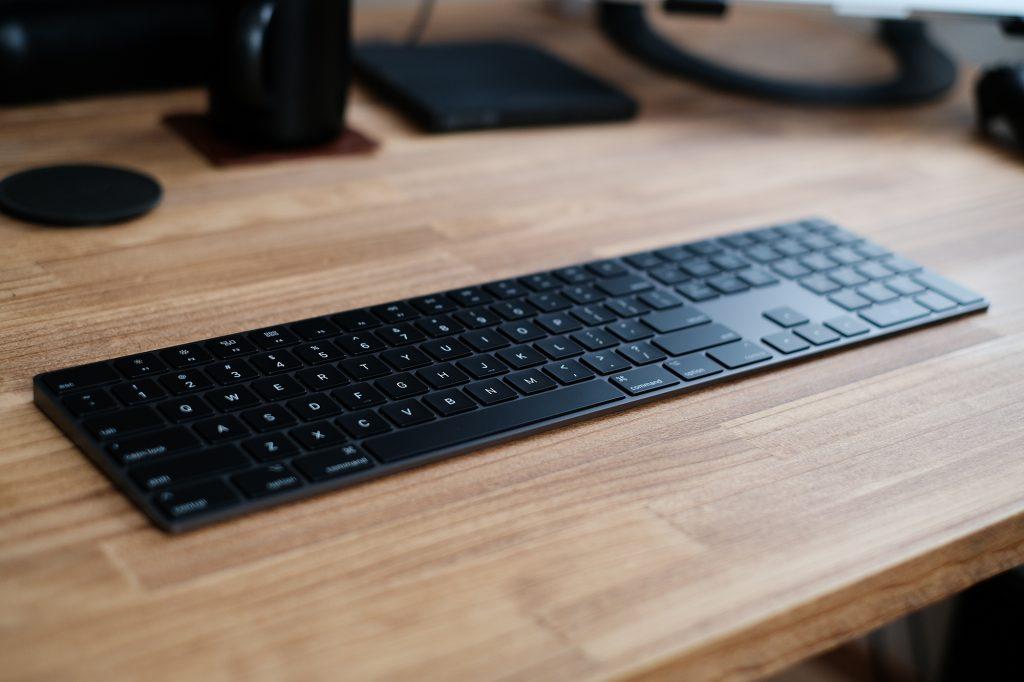 スペースグレイ マジックキーボードはかっこいい