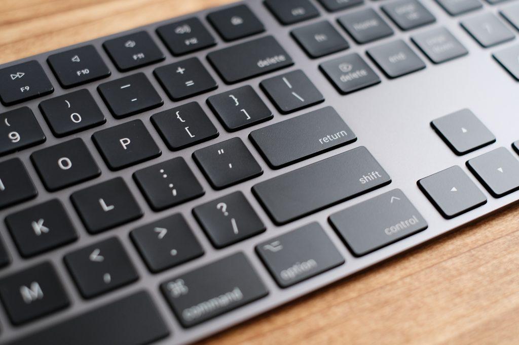 スペースグレイ マジックキーボード usキーボードのエンターキー