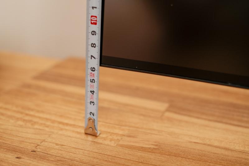 モニターの最低高は約6.5cm