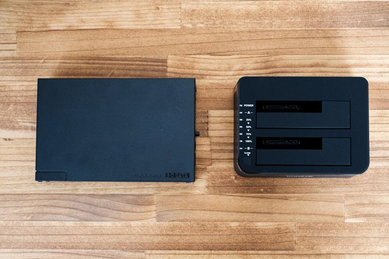 inateck HDDスタンドとハードディスクケースの大きさ比較