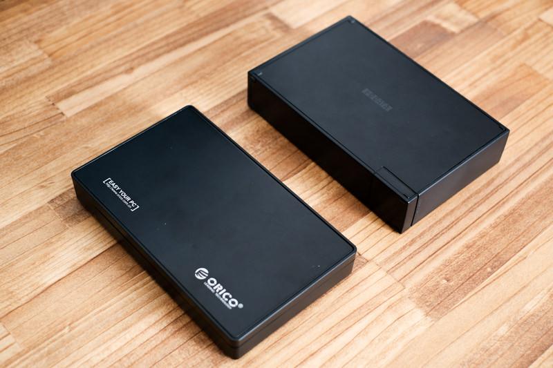 左:orico HDDケース 右:IO-date HDDケース