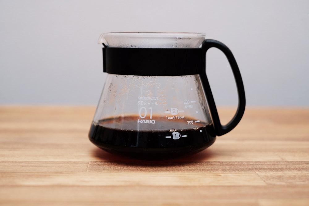 コーヒーサーバーにコーヒー