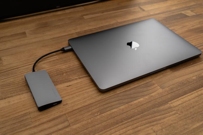 Satechi V2 マルチ USB Type-Cハブとmacbookpro 02
